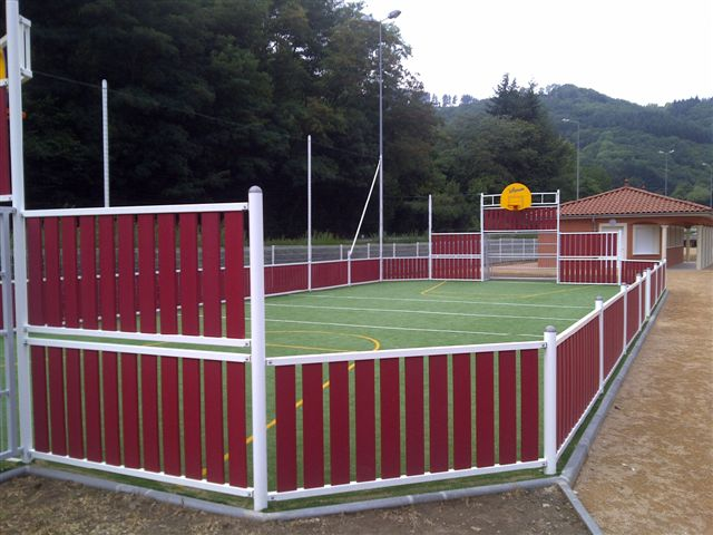 Duraplas profile basketball court fencing